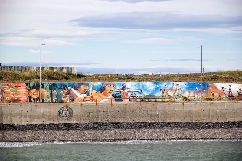 在巴伊亚Azul的墙壁上的艺术在沿麦哲伦海峡,智利的火地群岛 库存照片