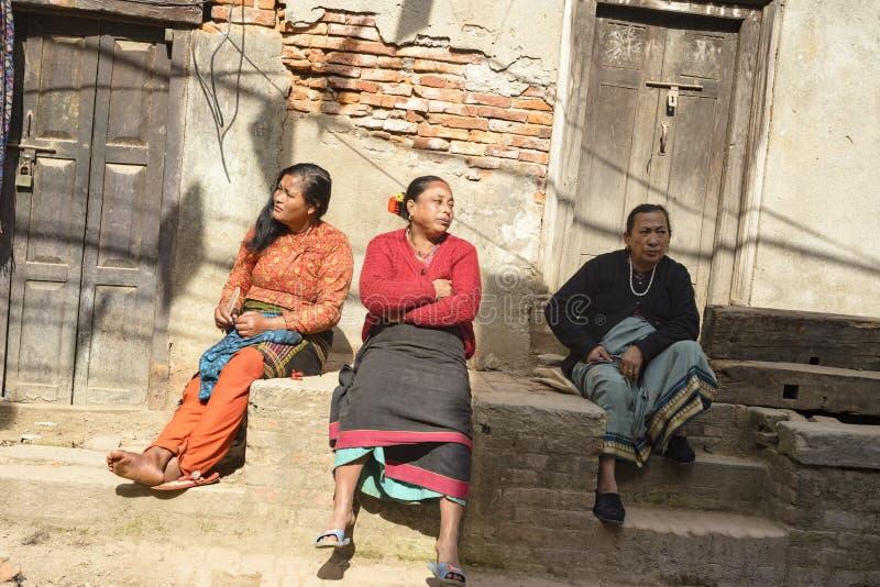 在巴克塔普尔之外,尼泊尔,2017年12月的尼泊尔女孩  免版税图库摄影