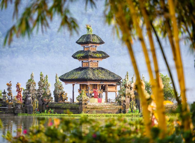 在巴厘岛海岛上的Pura Ulun Danu Bratan寺庙在印度尼西亚4 免版税图库摄影