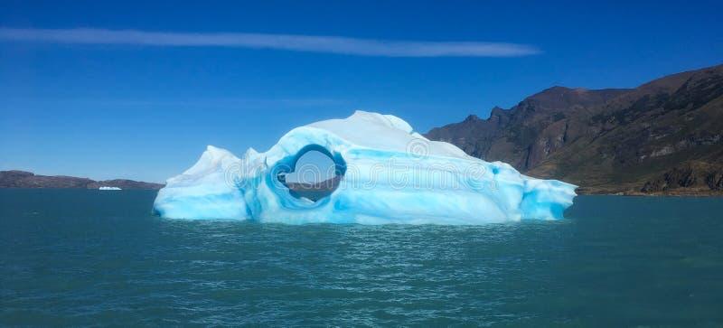 在巴塔哥尼亚的小冰山在Glacier湖 免版税图库摄影