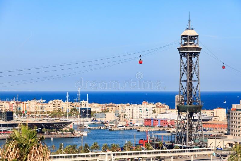 在巴塞罗那市的背景的缆车塔 库存照片