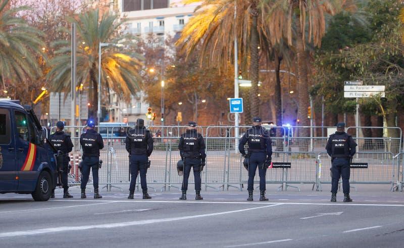 在巴塞罗那街道的安全在部长委员会期间 免版税图库摄影