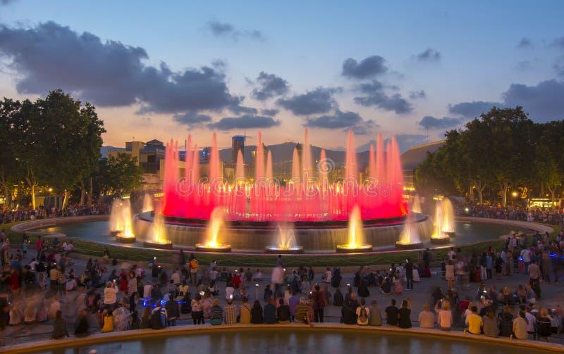 在巴塞罗那Montjuic小山,西班牙的不可思议的喷泉展示 免版税图库摄影