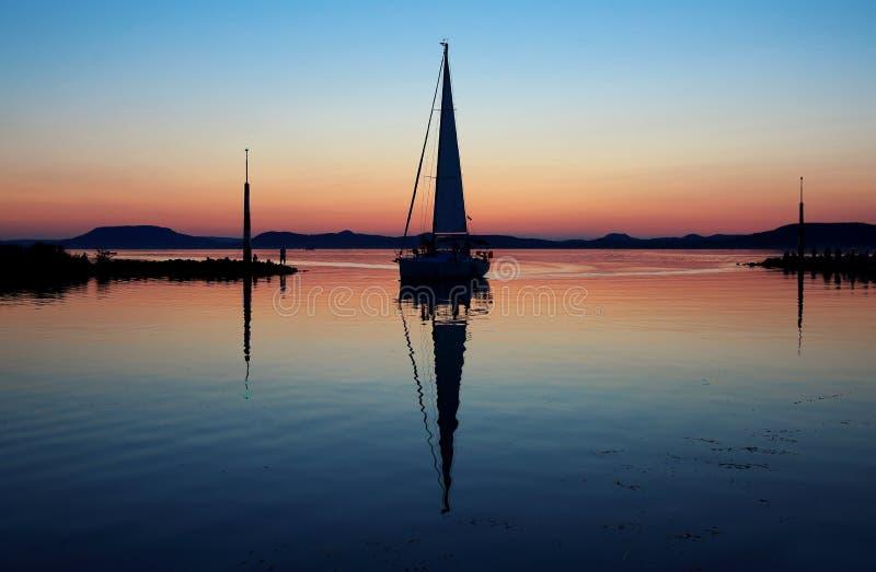 在巴拉顿湖的帆船 免版税库存照片