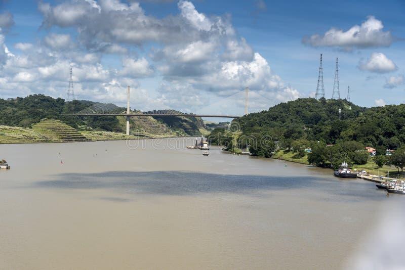 在巴拿马运河的百年桥梁从海岛公主 库存照片