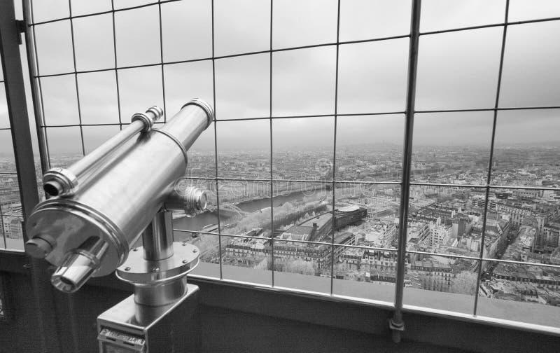 在巴黎地平线,红外看法的望远镜 免版税库存照片