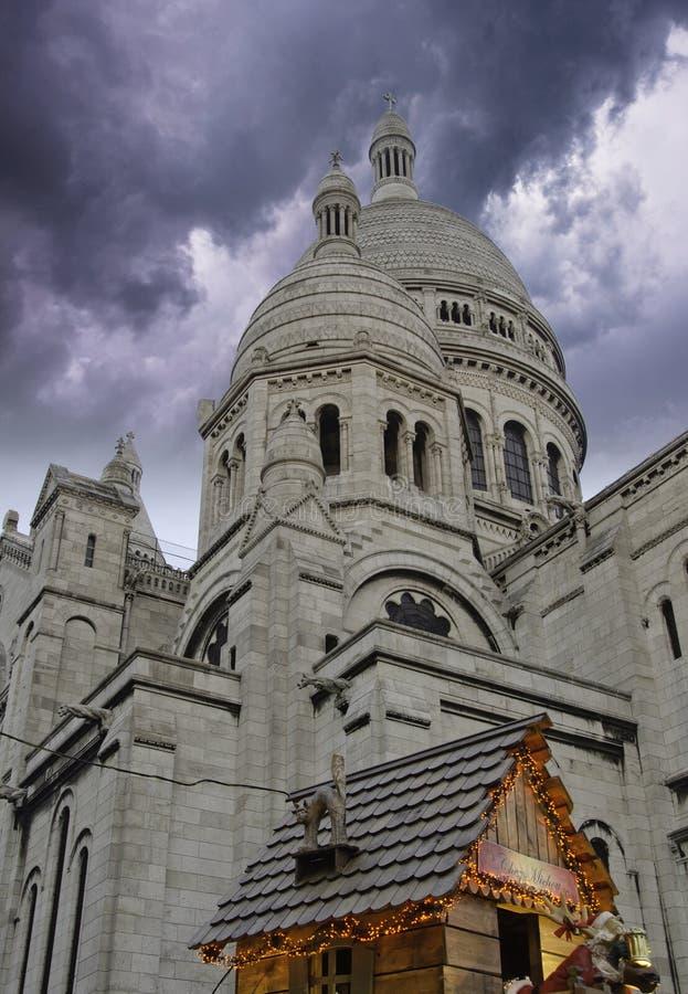 在巴黎风雨如磐sacre的天空的大教堂coeur 图库摄影
