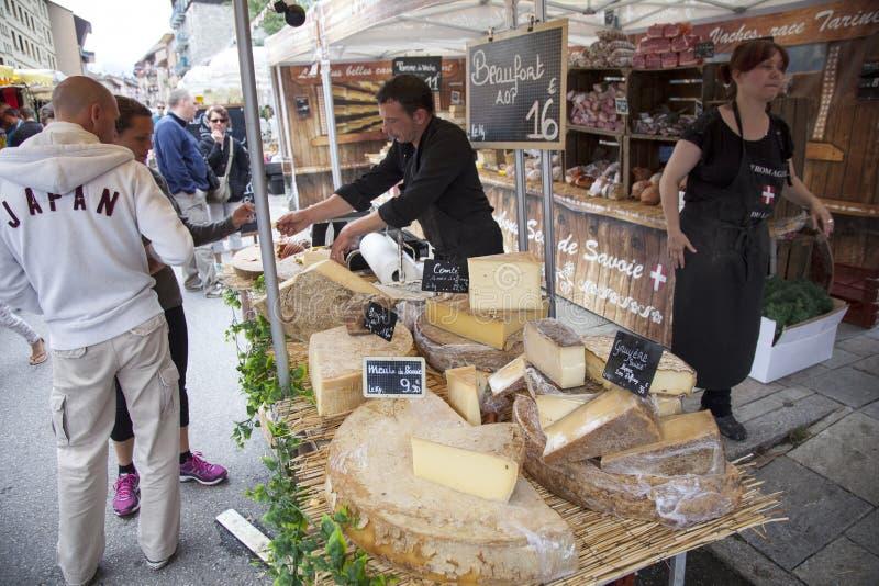 在市场上的乳酪在bourg圣徒莫里斯 免版税图库摄影