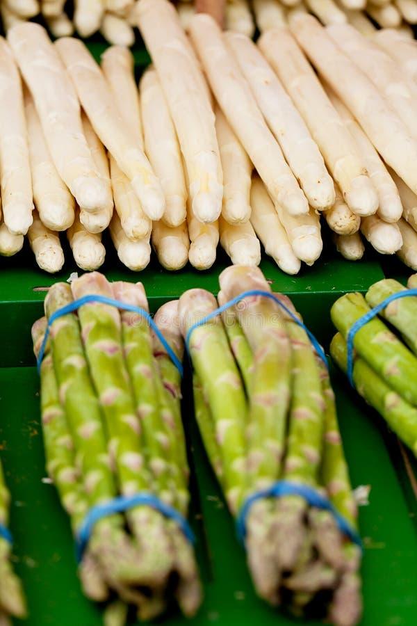 Download 在市场上的新鲜的季节性芦笋 库存图片. 图片 包括有 工厂, 美食, 特写镜头, 收集, 营养, 问题的 - 30326691