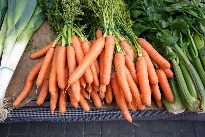 在市场上的红萝卜 免版税图库摄影