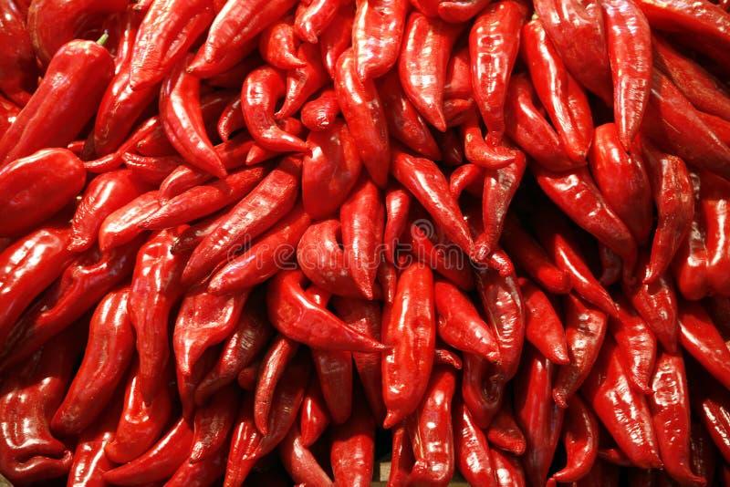 在市场摊位的红辣椒 库存图片