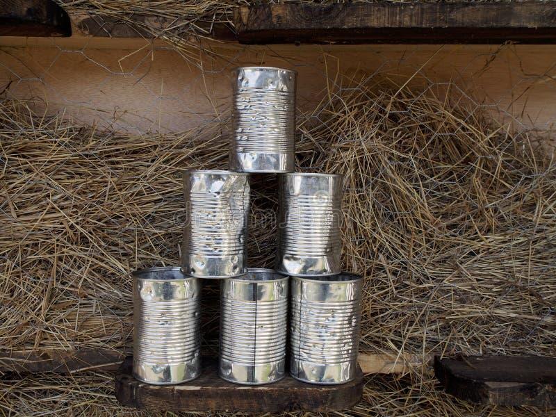在市场的罐头 免版税图库摄影
