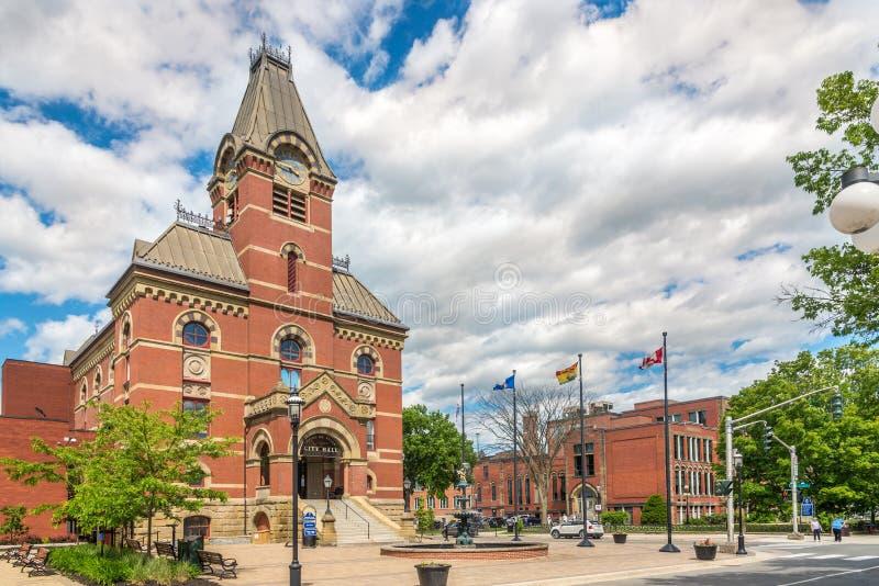 在市政厅和博物馆大厦的看法在弗雷德里克顿-加拿大 免版税库存照片