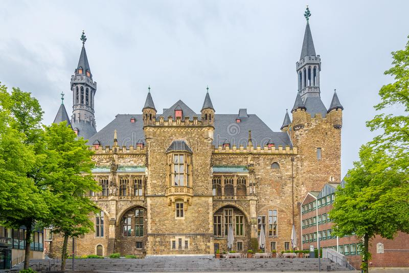 在市政厅大厦的看法在亚琛,德国 库存照片