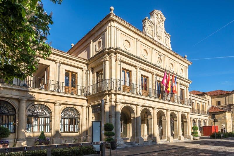 在市政厅的看法从圣马塞罗位置在利昂-西班牙 免版税库存照片