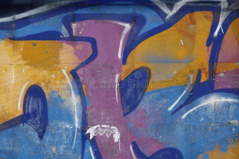 在市的一个混凝土墙上的设备街道画叶卡捷琳堡 免版税库存照片