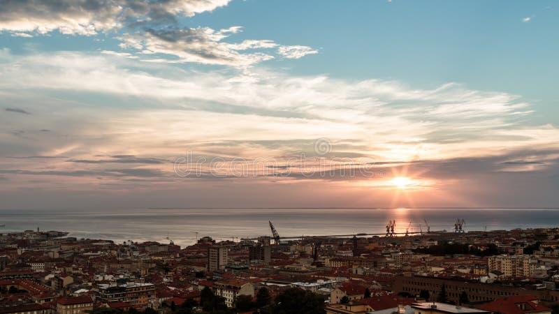 在市的日落的里雅斯特 库存图片