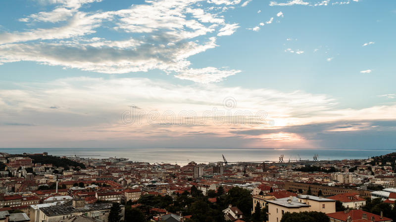 在市的日落的里雅斯特 库存照片