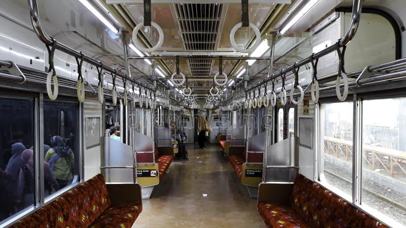 在市郊火车里面的乘客在雅加达甲田驻地 免版税库存图片