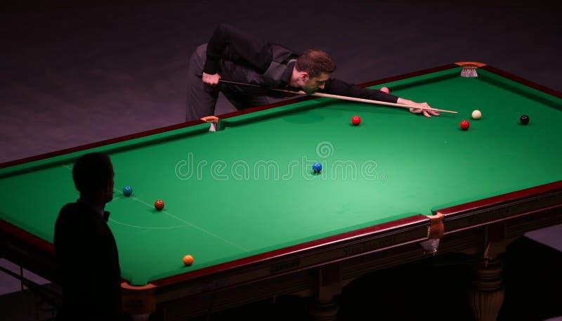 在布加勒斯特击败世界冠军,马克・塞尔比戏剧友好的比赛 免版税库存图片
