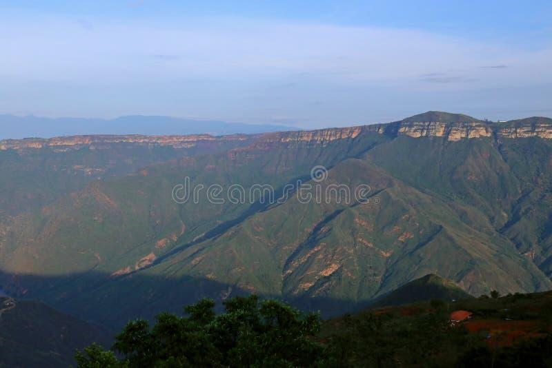 在布卡拉曼加,哥伦比亚附近的Chicamocha峡谷 免版税库存照片