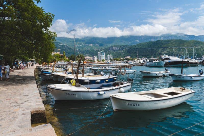 在布德瓦港口的私有小船在黑山 免版税库存照片
