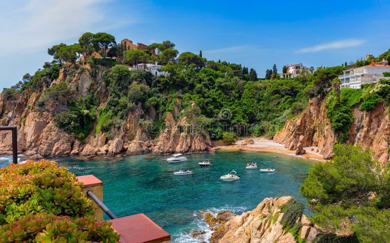 在布拉内斯,肋前缘Brava, Cata附近的美丽的地中海海岸 免版税库存图片