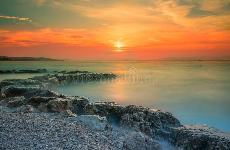 在布拉奇岛海岛,克罗地亚,欧洲上的惊人日落 图库摄影