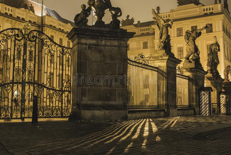 在布拉格城堡的光小条 图库摄影
