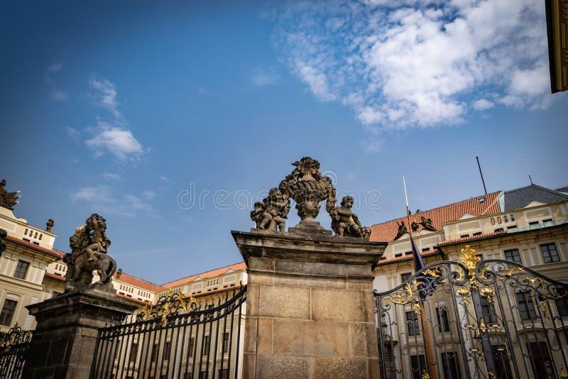 在布拉格城堡的入口 库存照片