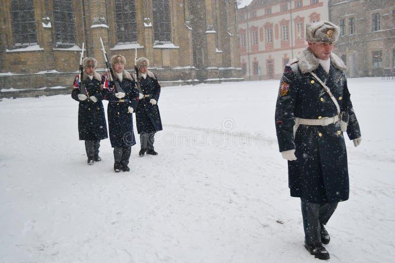 在布拉格城堡的仪仗队 免版税图库摄影