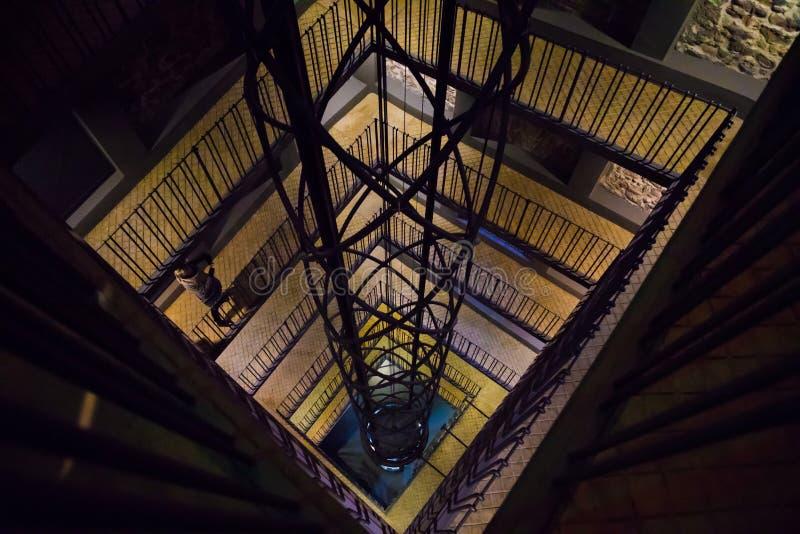 在布拉格天文学钟楼里面的电梯在捷克共和国 库存图片