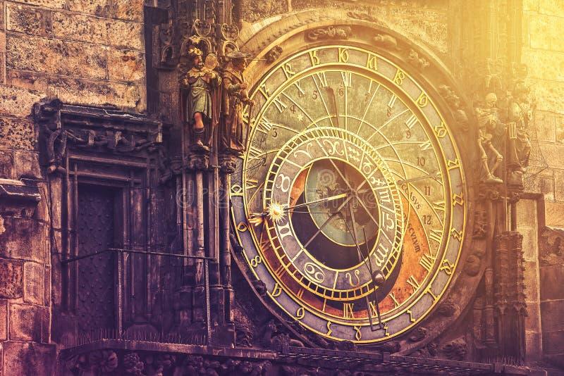 在布拉格老镇中心的天文学时钟 免版税库存照片