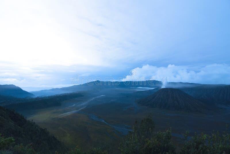 在布罗莫火山山的美丽的景色 库存照片