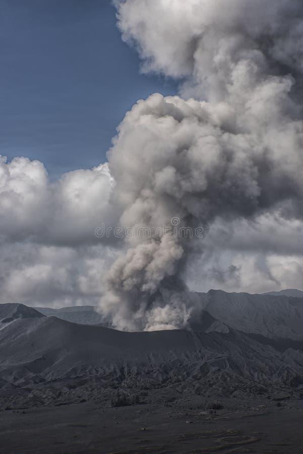在布罗莫火山的活动 库存照片