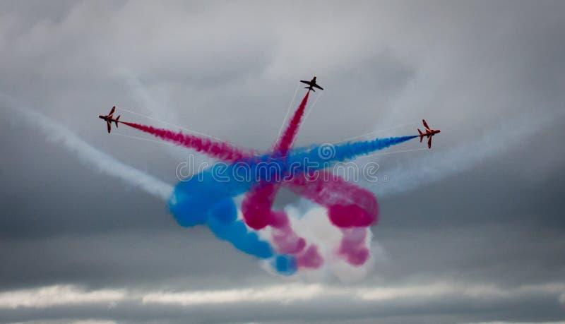 在布莱克浦飞行表演的红色箭头2015年 图库摄影