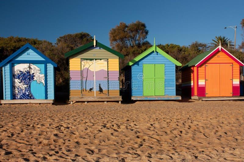 在布赖顿海滩的五颜六色的沐浴的箱子在墨尔本 图库摄影