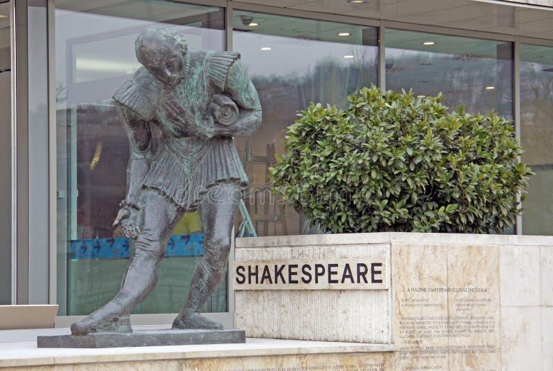 在布达佩斯万豪旅馆附近的莎士比亚纪念碑 免版税图库摄影