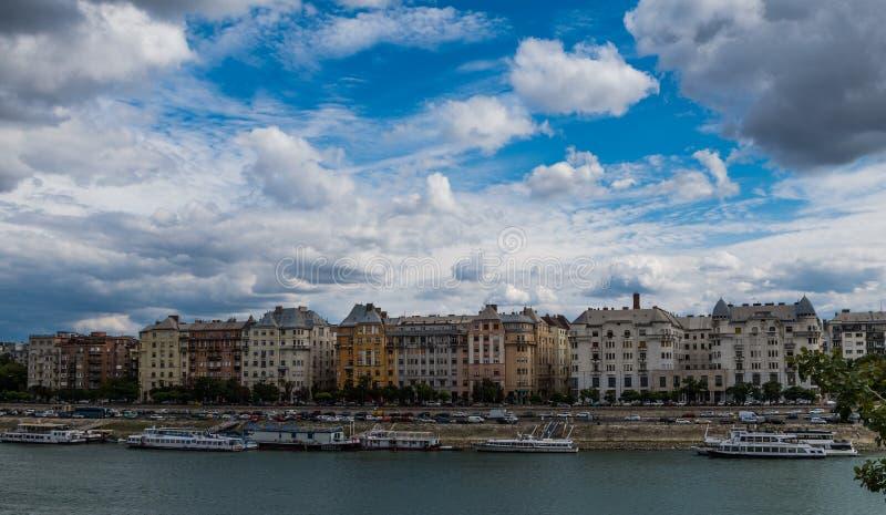 在布达佩斯市的庄严天空 免版税图库摄影