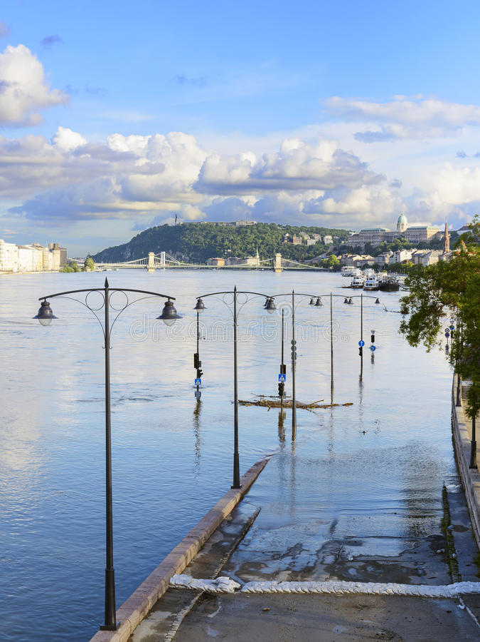 洪水在布达佩斯,匈牙利。 免版税库存照片