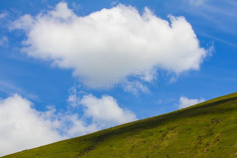 在布雷肯比肯斯山的巨大浮云在南威尔士,英国 免版税库存照片