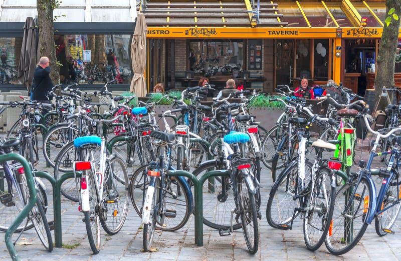 在布鲁日街道的自行车  库存图片