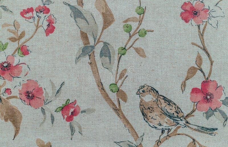 在帆布的浪漫绘画 百灵在春天庭院里 库存图片