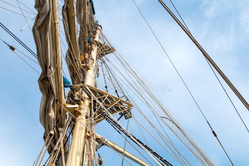 在帆船的帆柱 免版税库存照片