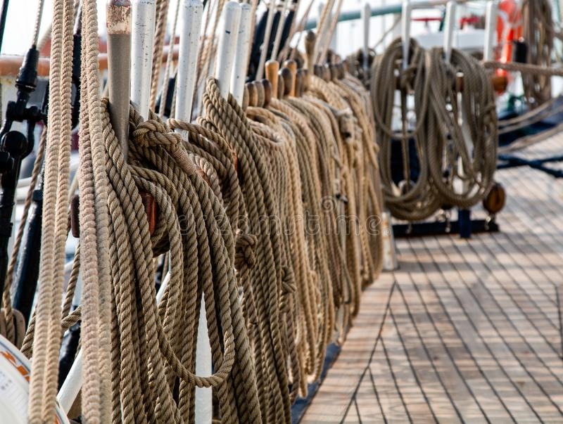 在帆船的绳索 免版税库存图片