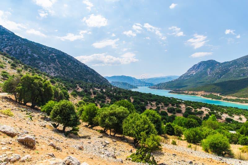 在希腊山的看法与绿色湖,希腊 免版税图库摄影