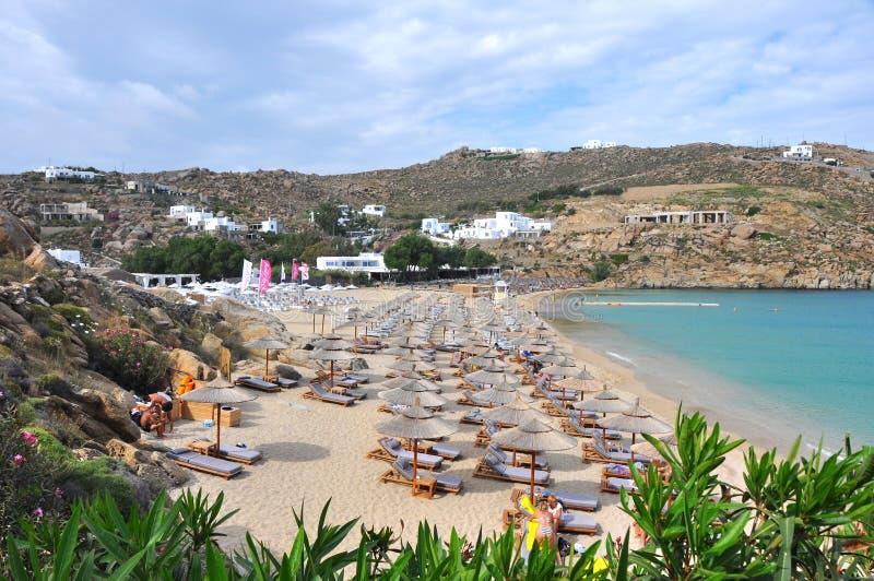 在希腊海岛米科诺斯岛上的海滩 免版税库存图片