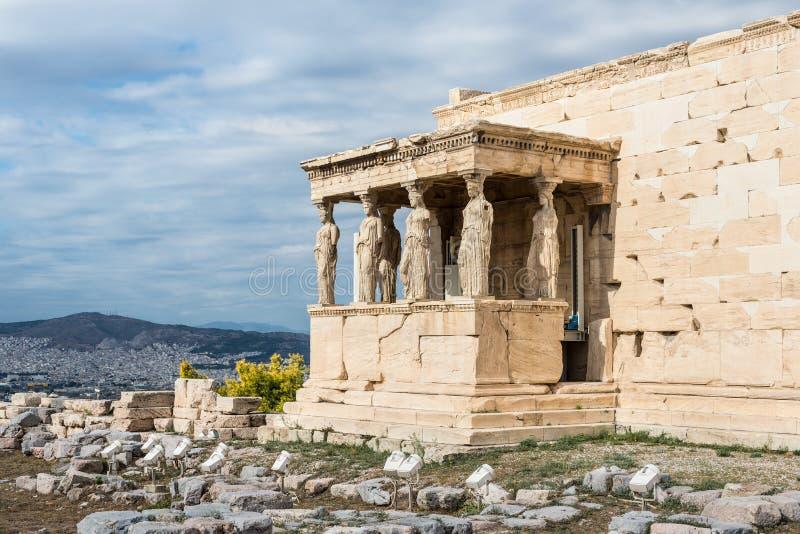 在帕台农神庙Erechtheum的女象柱在雅典希腊Erechtheio 免版税库存照片