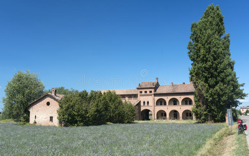 在帕尔瓦(意大利)附近的老农舍 免版税图库摄影