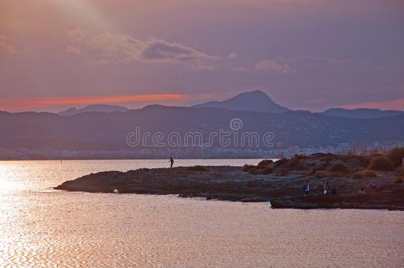在帕尔马海湾的美好的日落视图 免版税库存照片